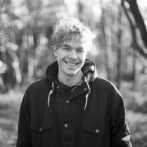 Tom Polkamp, Fluitend Opstaan, Over Dwars Enzo, Jan-Willem van Balen